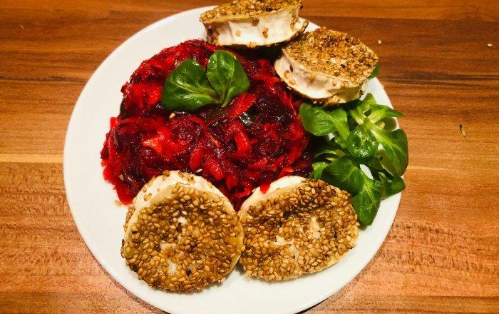 Ziegenkäse mit rote Bete-Möhren-Salat